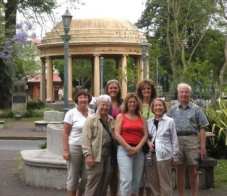 Members of the 2009 Travel and Study Abroad tour of Costa Rica in front of monumnets.
