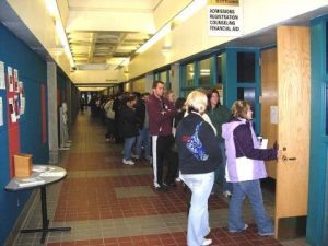 Students waiting to enroll for the 2010 Winter semester