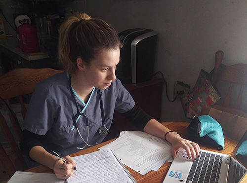 Madison Schlabach studies online classes.